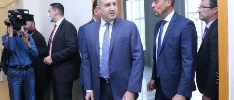 Президентът Румен Радев заяви пред репортери, че строителството на държавни