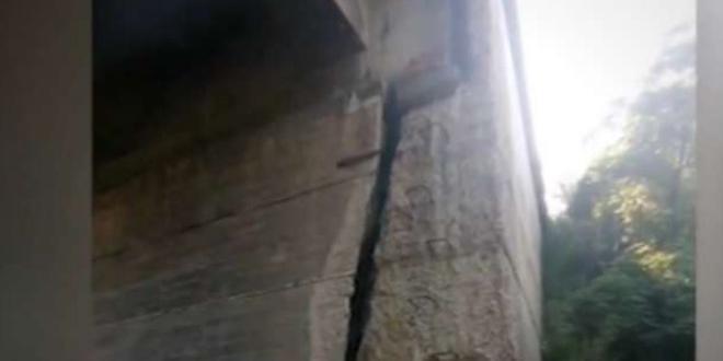 За опасен мост, разцепен почти на две, сигнализираха в София,