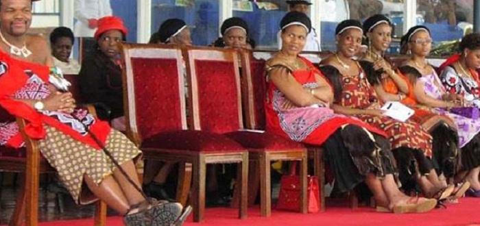 Кралят на Свазиленд Мсвати III (или Есватини), една от най-бедните