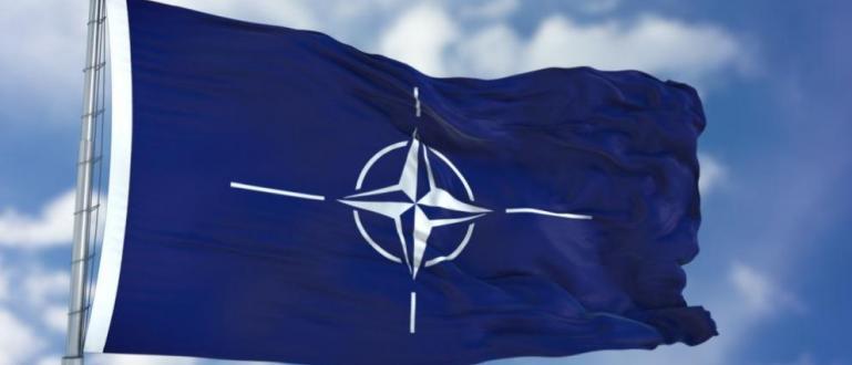 Генералният секретар на НАТО Йенс Столтенберг осъди днес иранските ракетни