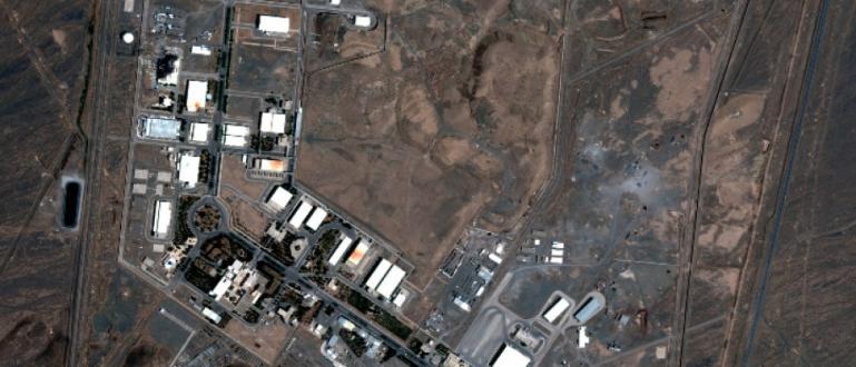 Сателитни изображения на съоръженията за обогатяване на уран в Натанз,