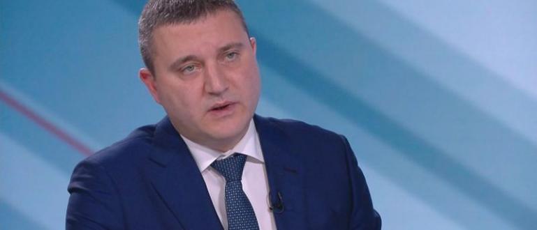 Президентът Румен Радев е приел ролята на лидер на опозицията