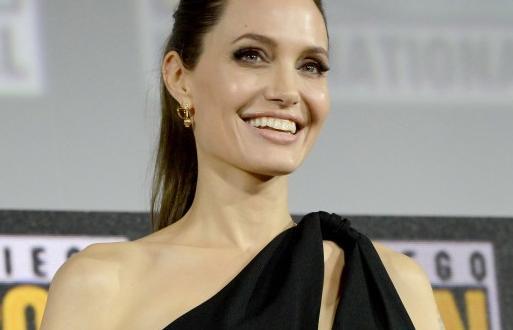 Анджелина Джоли беше обвинена от бившата си глуха служителка Антоанет