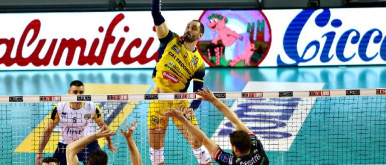 Волейболистът Матей Казийски украси успешната си кариера и с титла