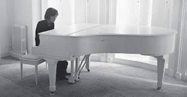 Снимка: Пианото на Джон Ленън продадено за 575 000 долара