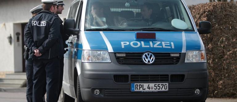 Властите в германския град Касел започнаха разследване на убийството на