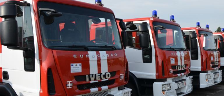 "10 екипа огнеборци гасят пожар в бившия комбинат ""Кремиковци"". Пламъците"