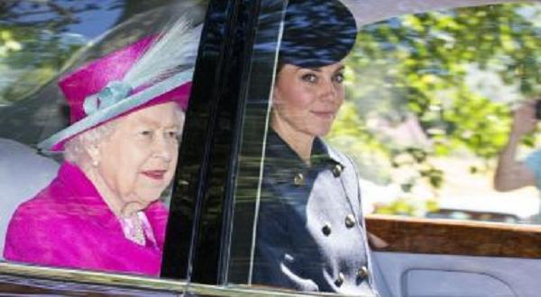 Снимка: Кейт Мидълтън на църква с кралицата