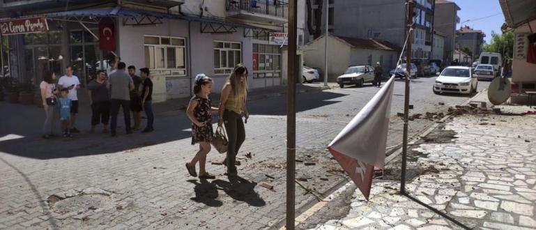 Разрушително земетресение с магнитуд от над 7 в района на