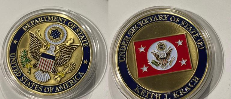 Премиерът Бойко Борисов получи специална монета от Държавния департамент на