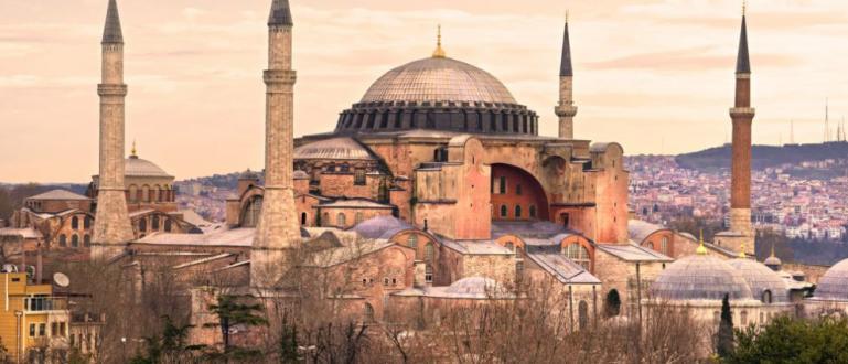Висшият административен съд в Турция разреши промяната на статутана