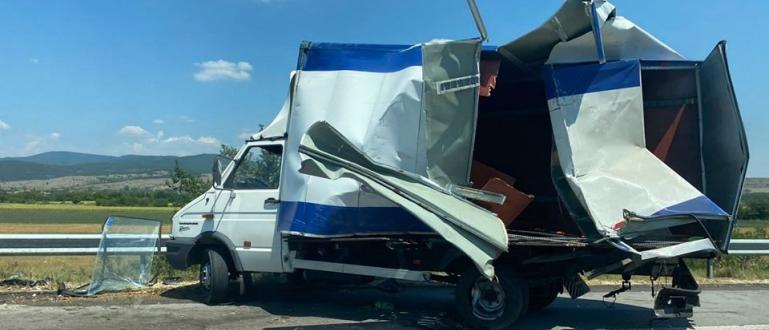 Тежка катастрофа между два камиона на 77 км на магистрала