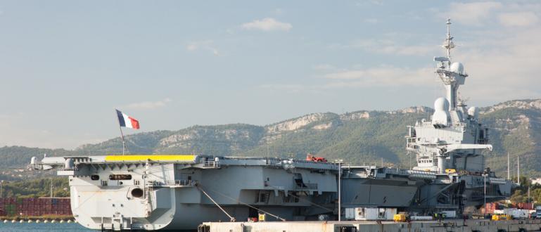 Франция изпраща самолетоносача