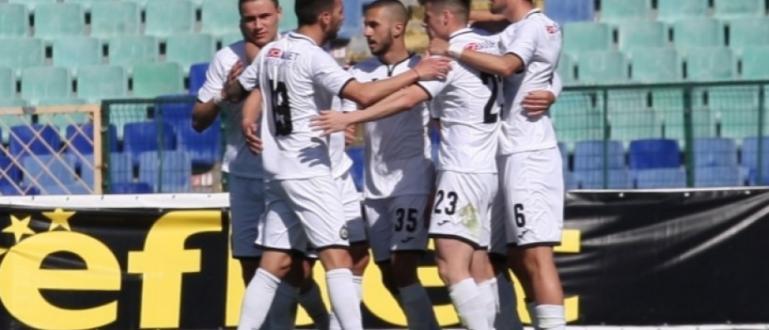 Футболистите на Славия победиха Етър (Велико Търново) с 1:0 в