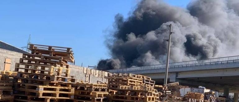 От магистралата хвърлиха нещо запалително и така огънят пламна, заяви