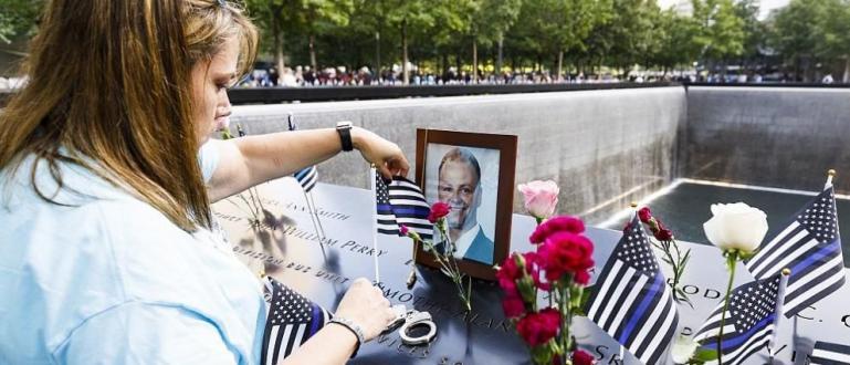Гражданите на САЩ отбелязват днес годишнината от терористичните нападения на