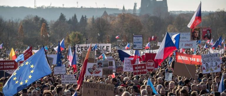 Над 200 000 участници в митинг в Прага поставиха ултиматум