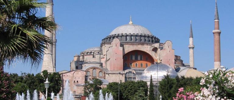 """Турският съд отложи решението дали """"Света София"""" в Истанбул може"""