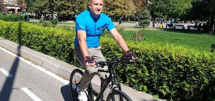 Президентът Румен Радев даде пример и се качи на велосипед,