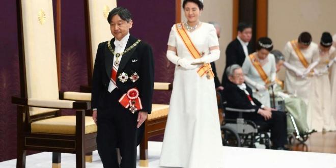 Верни но вековните традиции, японците дадоха държимото си уважение нановия