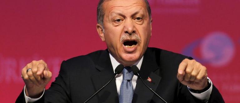 Турският президент Реджеп Тайип Ероган е поискал изгонването на чужди