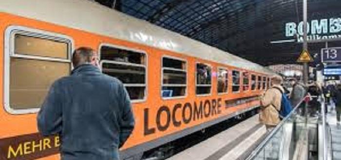 Снимка: Мъж изскача пред влак заради жена си