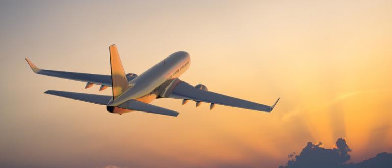 Пътнически самолет кацна по корем в Мианмар. На борда е