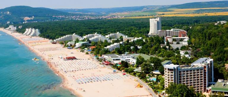 Близо 300 туристи вече се настаниха в хотелски комплекс в