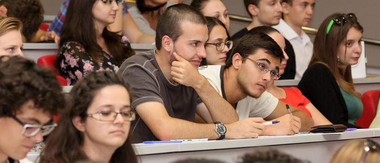 11679 студенти са приключили практическото си обучение година година след