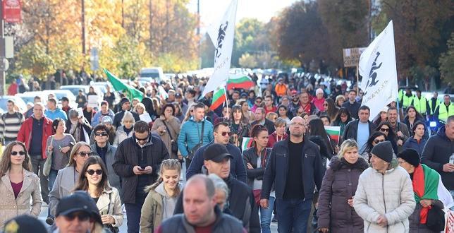 """Протестиращите блокираха движението на """"Орлов мост"""" във вечерните часове. Полиция"""