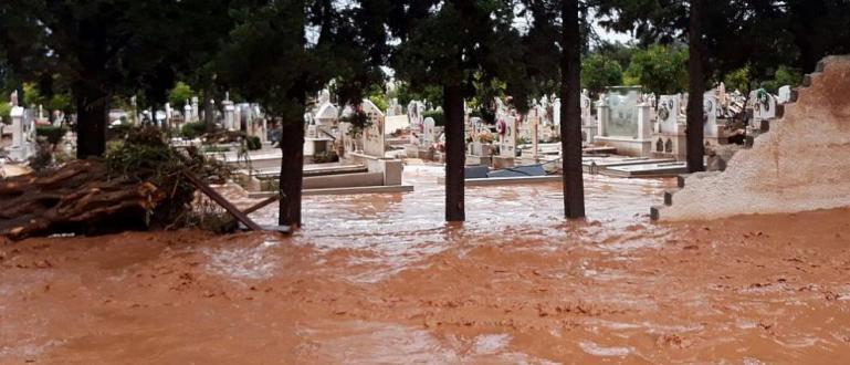 Валежите от последните дни засегнаха сериозно отделни райони на Гърция.