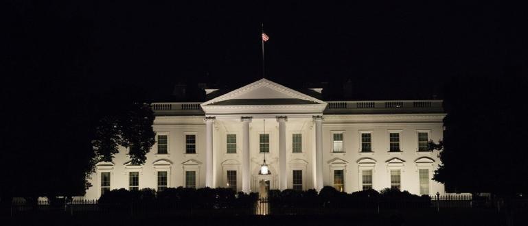 Сблъсъците край Белия дом са продължили повече от пет часа.