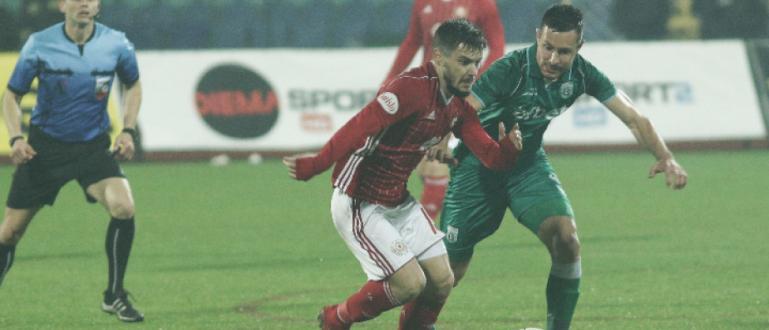 Футболното първенство в България продължава с нови три мача днес.