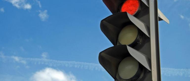 До две седмици предстои да започне монтирането на нова светофарна