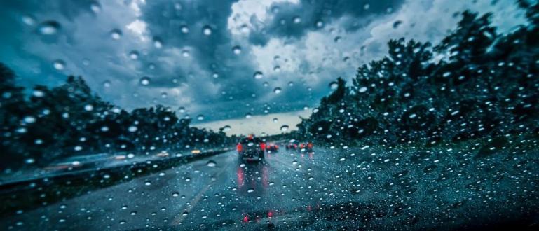 Времето ще е облачно, на много места с валежи от