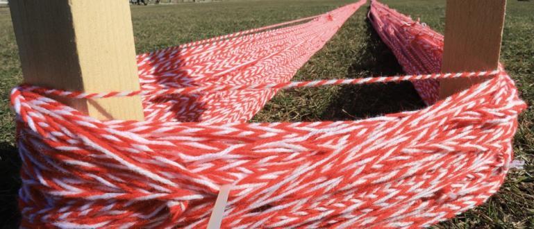 Снимка-БГНЕСВ Нови Искър жители правят най-дълга мартеница. Те гонят нов