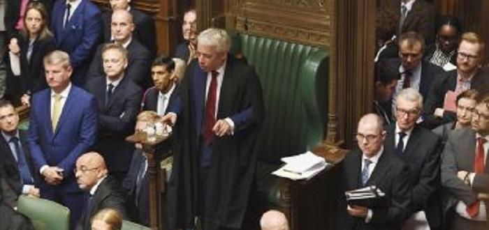 Това би представлявало нарушение на парламентарните правила Джон Бъркоу, председателна
