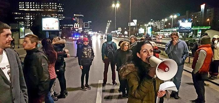 Движението по бул. Цариградско шосев посока център беше блокирано отжители