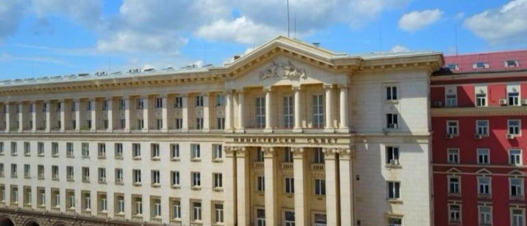 Кабинетът ще повиши заплатите на служителите в 28 държавни институции