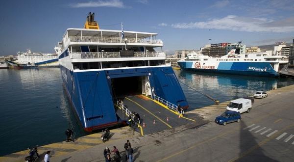 Фирмата оператор спряла превозитеСтотици туристи, сред които и група българи,