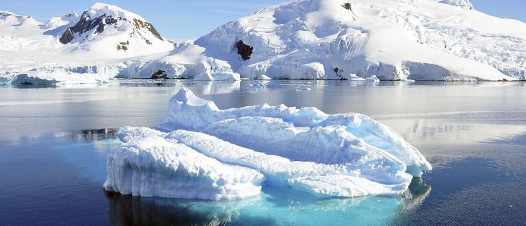 Японски учени откриха, че ледът на дъното на ледника Ширази