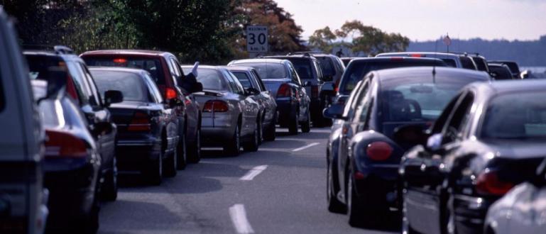 Родители от Благоевград проведоха автошествие из централните улици на града,