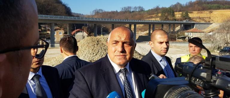 Премиерът Бойко Борисов инспектира днес строителните дейности на обходния път