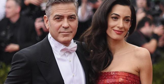 Джордж и Амал Клуни дариха над 1 милион долара за