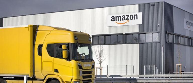 Хиляди служители в складовете на Amazon по целия свят излизат