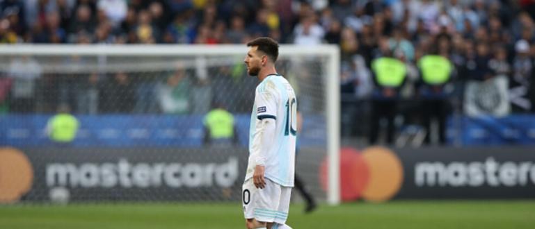 Аржентинската футболна звезда Лионел Меси беше наказан от Футболната конфедерация