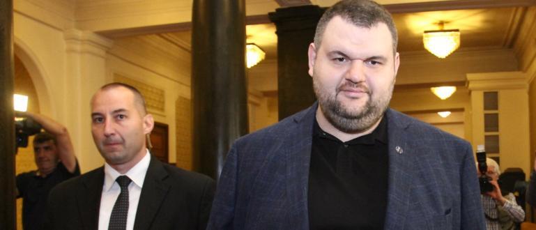 Депутатът от ДПС Делян Пеевски честити Рамазан Байрам на мюсюлманите.