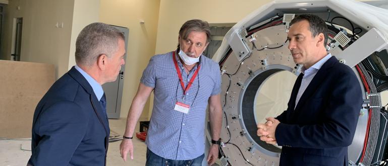 Дългоочакваният ПЕТ скенер пристигна в общинския Комплексен онкологичен скенер и