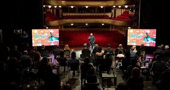 Поредните Икари бяха раздадени в празния Народен театър, а самата