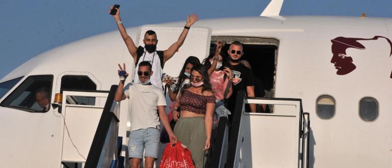 Първите чуждестранни туристи пристигнаха по Южното Черноморие. С два чартърни